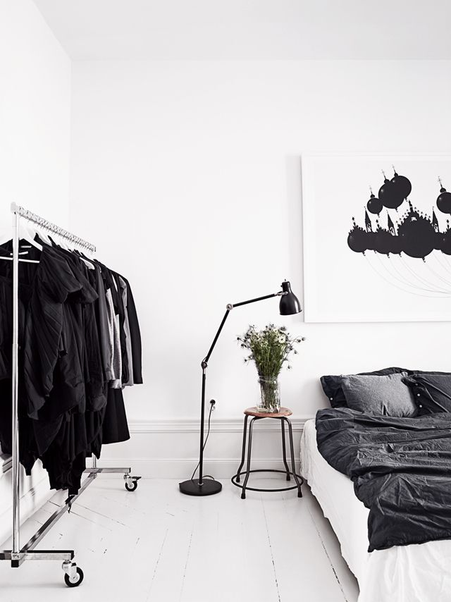 black-white-bedroon- via homeedit com