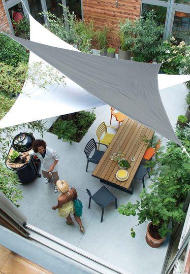 on-met-l-ambiance-sur-la-terrasse_4597930
