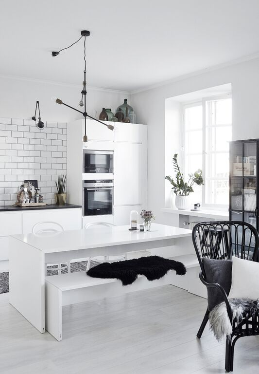 Monochrome-Scandinavian-style-kitchen-from-lagerma-blog